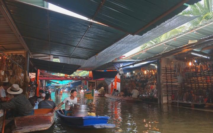 Puestos del mercado flotante de Damnoen Saduak