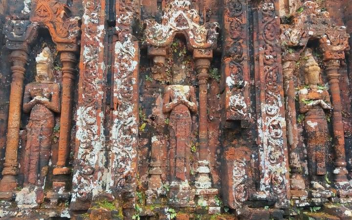 Figuras conservadas en las ruinas de My Son