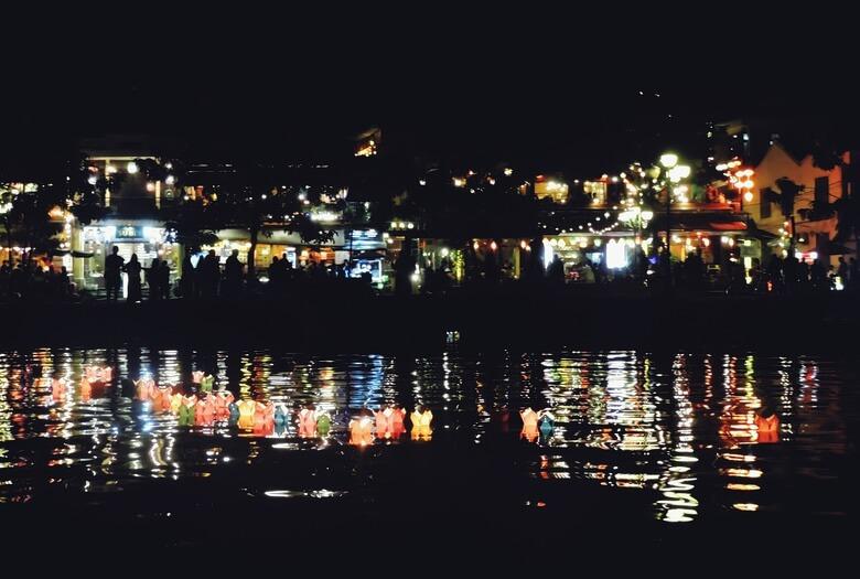 Rio de Hoi An por la noche