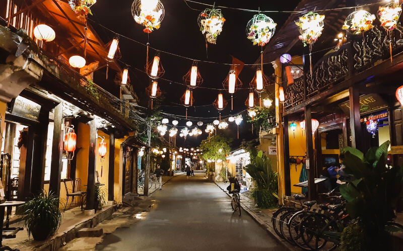 Calles de Hoi An por la noche