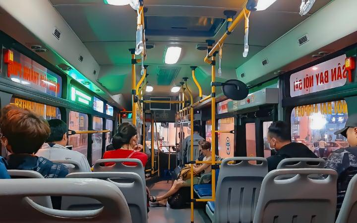Interior del autobús 86 en Hanói