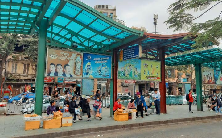 Parada en Hanói del Autobús 86