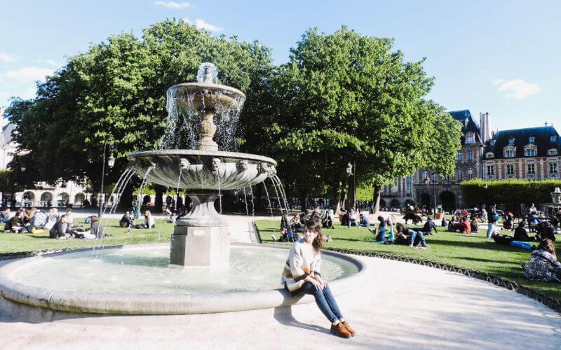 Plaza de los Vosgos en París