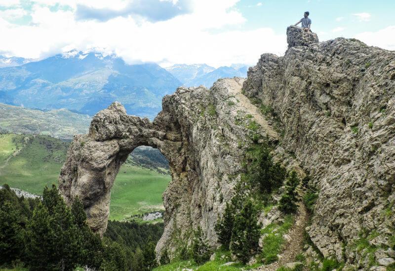 Camino para subir al arco de Piedrafita