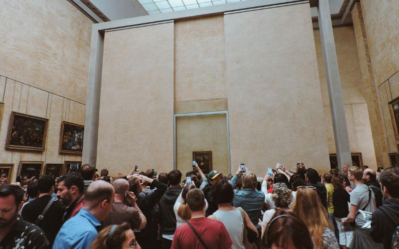 Cuadro de la Gioconda en el museo del Louvre