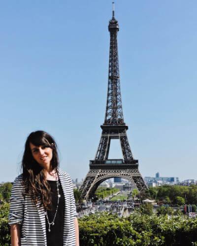 Lucia en la Torre Eiffel