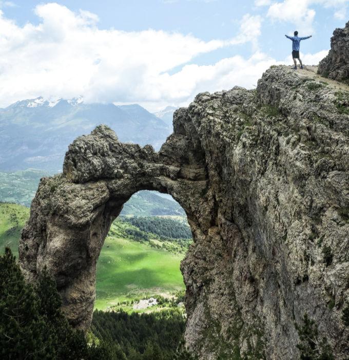 Subida al arco de Piedrafita en Huesca
