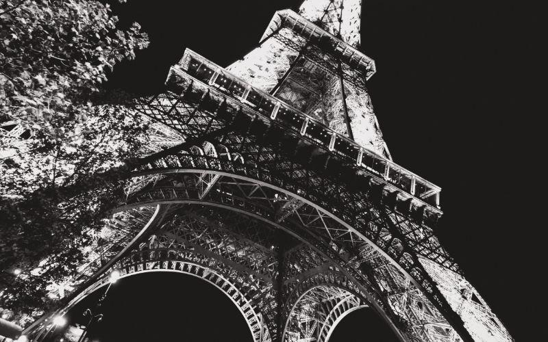 Torre Eiffel por la noche