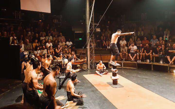 Artistas de Phare Circus en Siem Reap Camboya