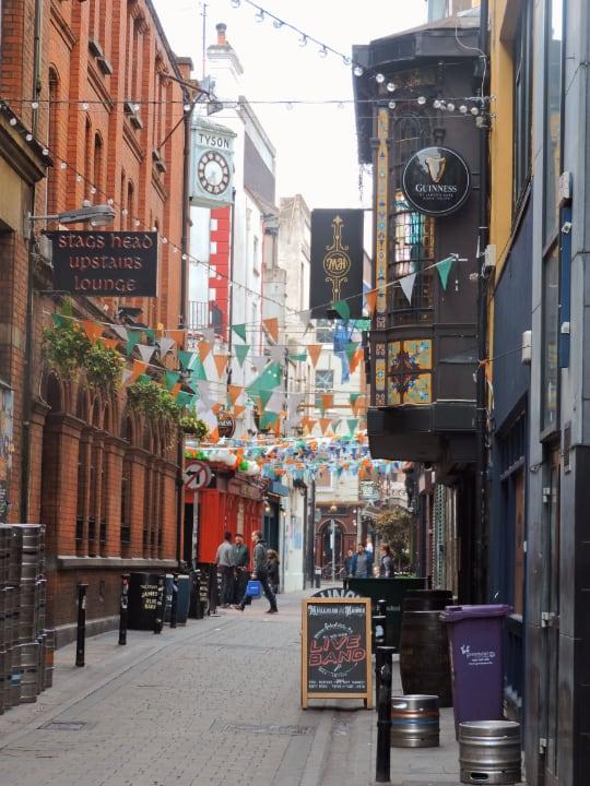 Calles con tabernas en Dublin