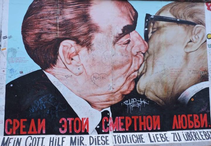 Parte de la east side gallery del muro de Berlín