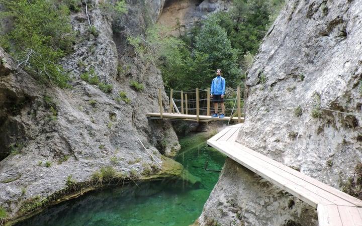 Puente sobre la ladina negra durante la ruta del parrizal de Beceite