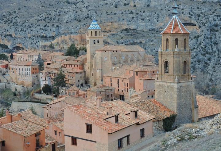 Vistas de la catedral y la iglesia de Albarracín
