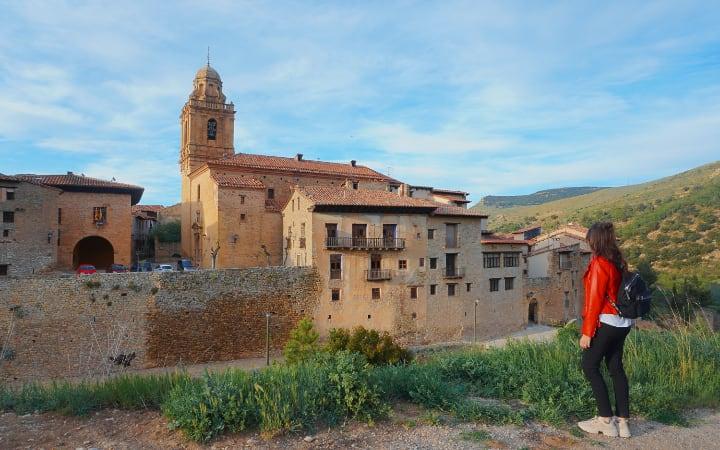 Vistas De la Iglesia y ayuntamiento de Mirambel
