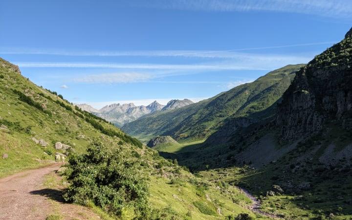 Camino por el valle de Guarrinza