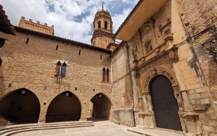 Plaza Mayor de La Iglesuela del Cid