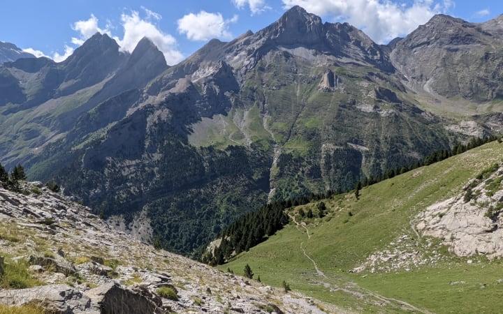 Descenso de Robiñera por el valle de la Estiva