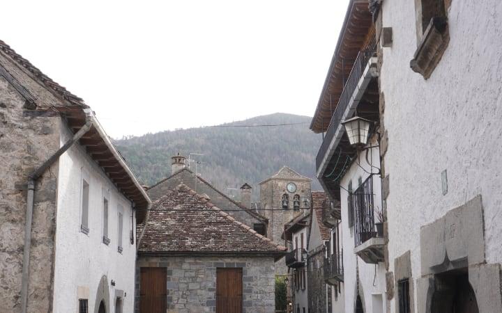 Edificios típicos de los valles de Ansó y Hecho