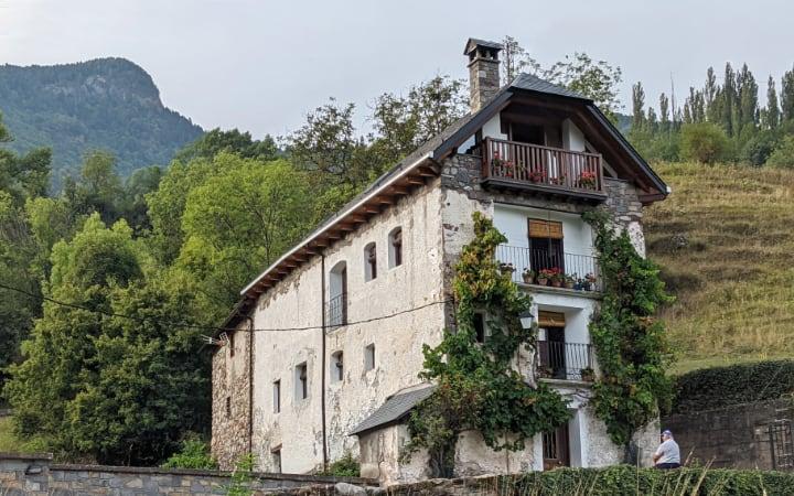 Casa típica del Valle de Chistau